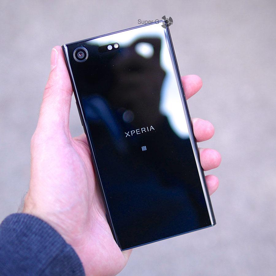 Sony XZ Premium черный в руке