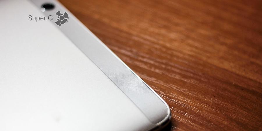 Задняя сторона Huawei MediaPad M3