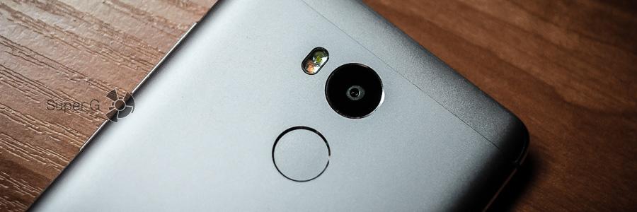 Зрачок камеры на задней панели Xiaomi Redmi 4 Prime