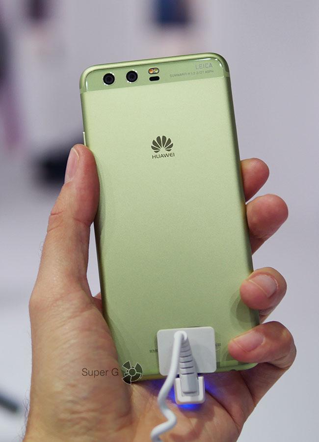 Зеленый Huawei P10 (вид сзади)