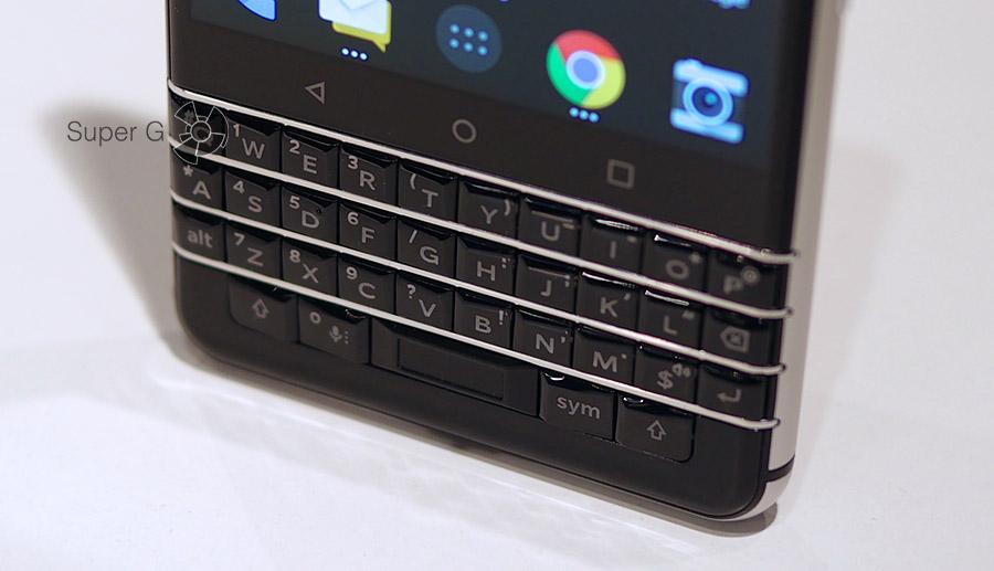 Физическая клавиатура Blackberry KEYone неудобная