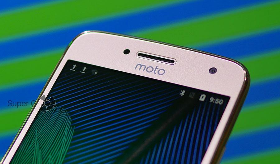 Плоское стекло и пластиковый бортик в Lenovo Moto G5 Plus