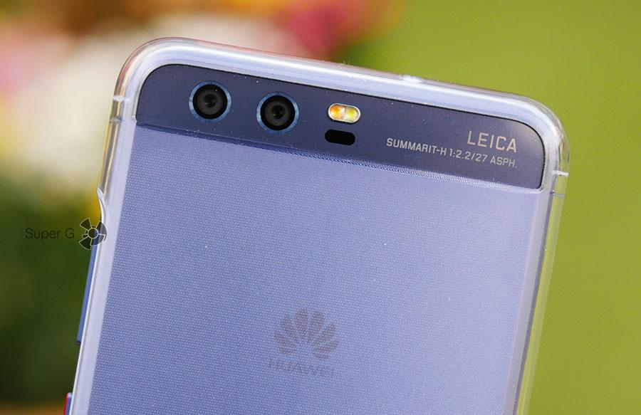 Так выглядят задние камеры в чехле из комплекта от Huawei P10