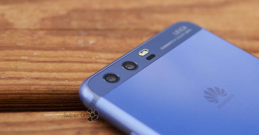 Объективы двух задних камер в Huawei P10