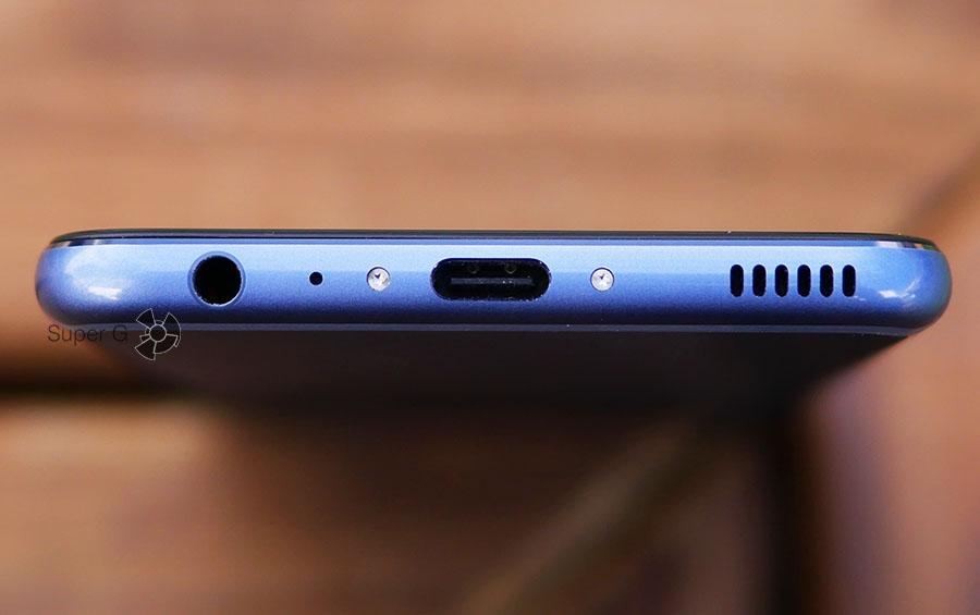 Все разъёмы Huawei P10 находятся на нижней грани, тут же расположился еще один микрофон и динамик