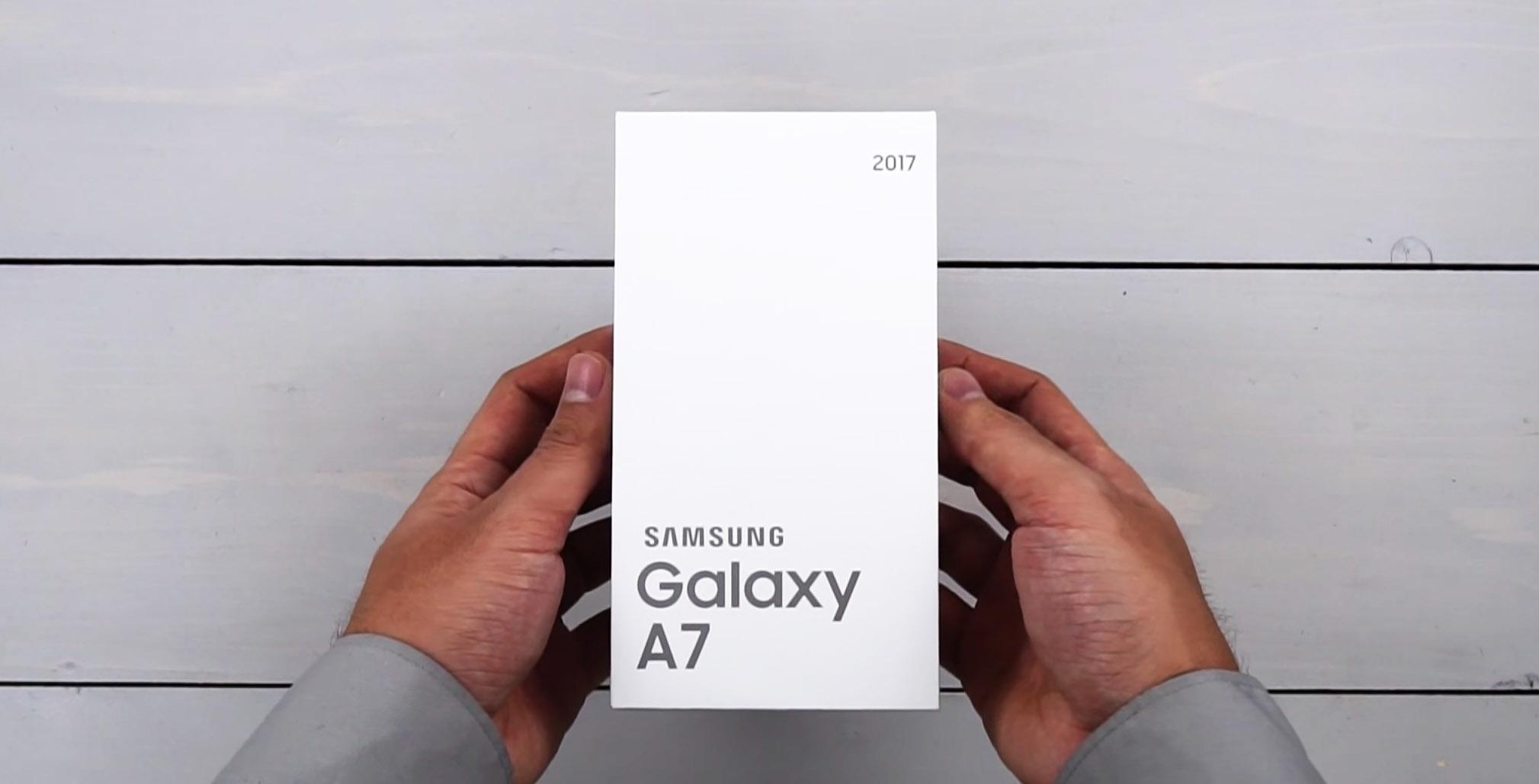 Распаковка Samsung Galaxy A7 2017 (1)