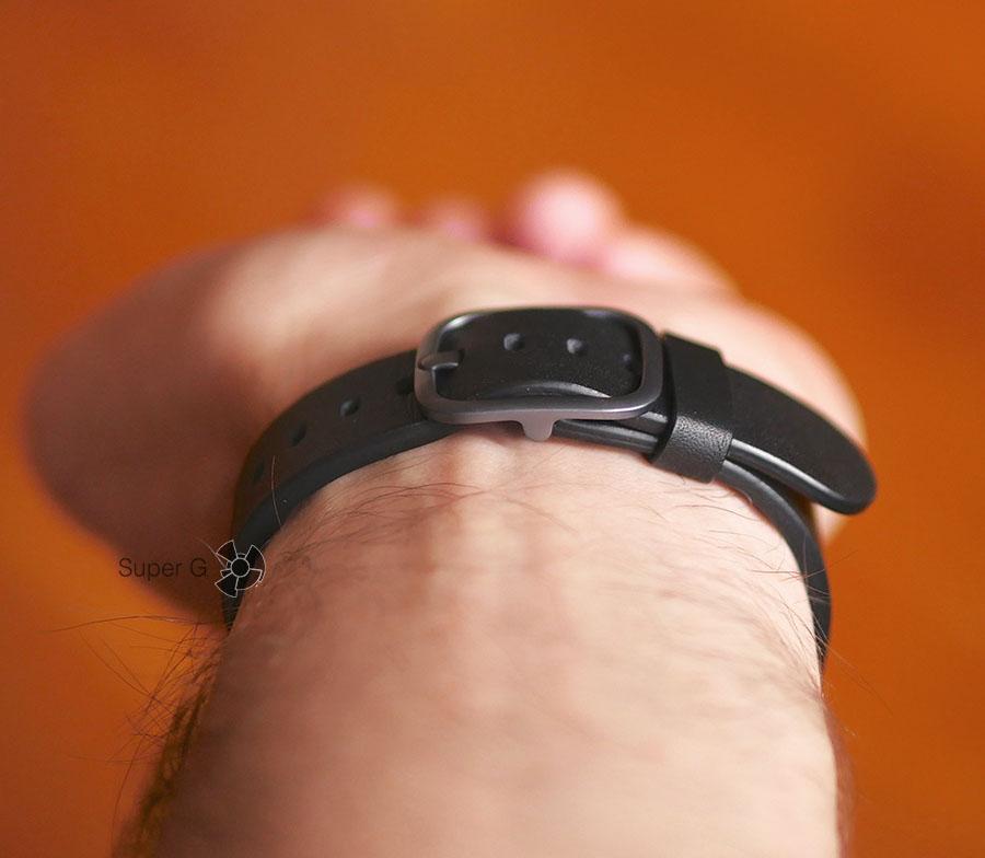 Тонкая и удобная конструкция застежки у ремешка LG Watch Style