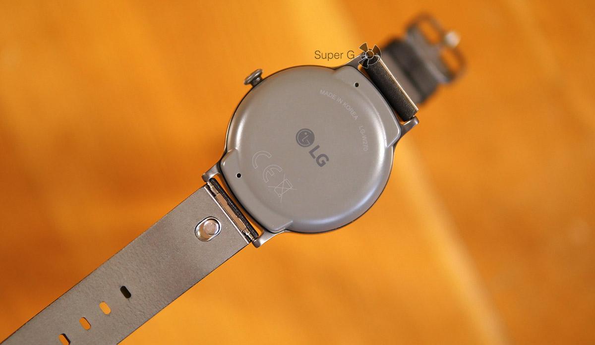 Тыльная сторона LG Watch Style - ремешок очень удобно снимается