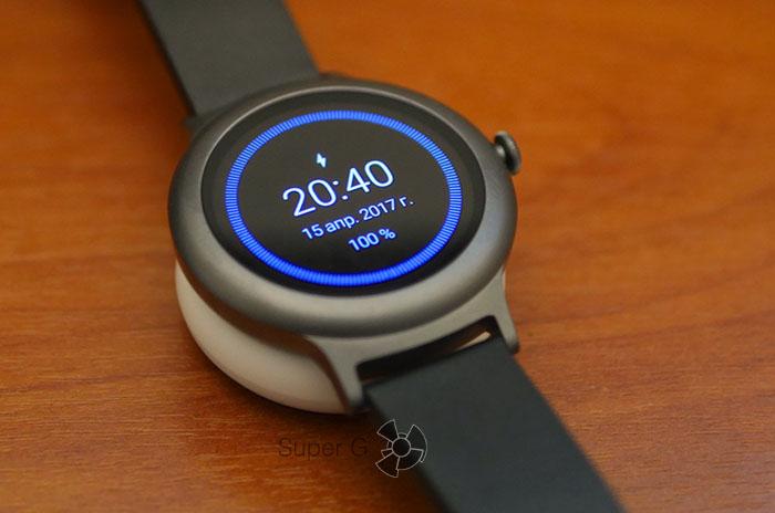 Процесс беспроводной зарядки LG Watch Style