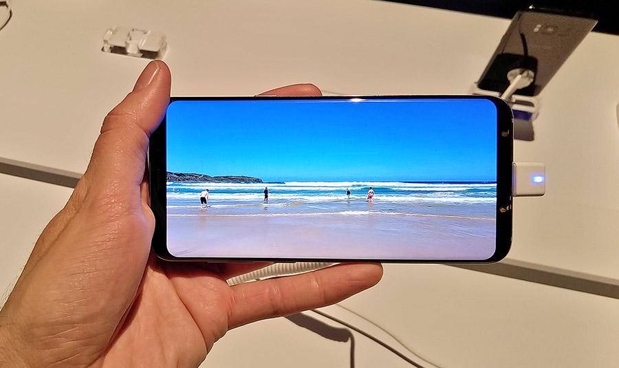 """""""Безграничный"""" дисплей Samsung Galaxy S8+"""