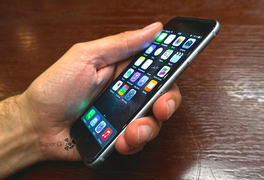 iPhone 6 в руке