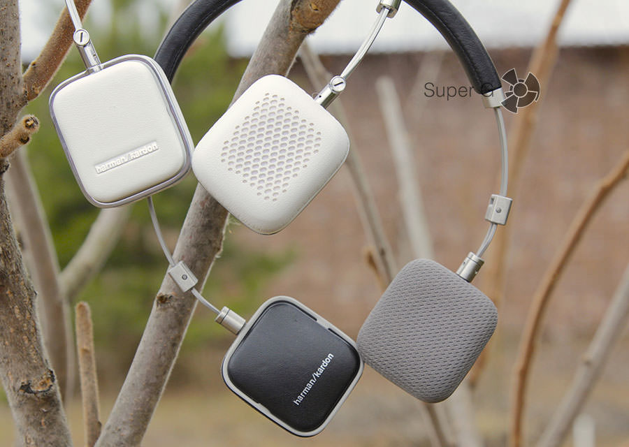 Harman Kardon Soho BT (белые) и Harman Kardon Soho (черные)