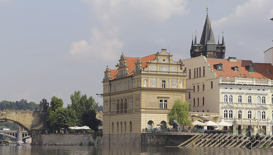 Вид с реки Влтавы