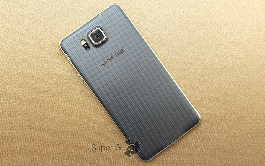 Samsung Galaxy Alpha сзади