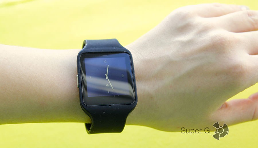 Sony SmartWatch 3 SWR на руке