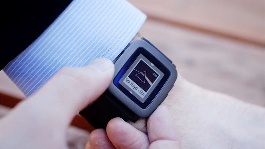 Pebble Time на руке